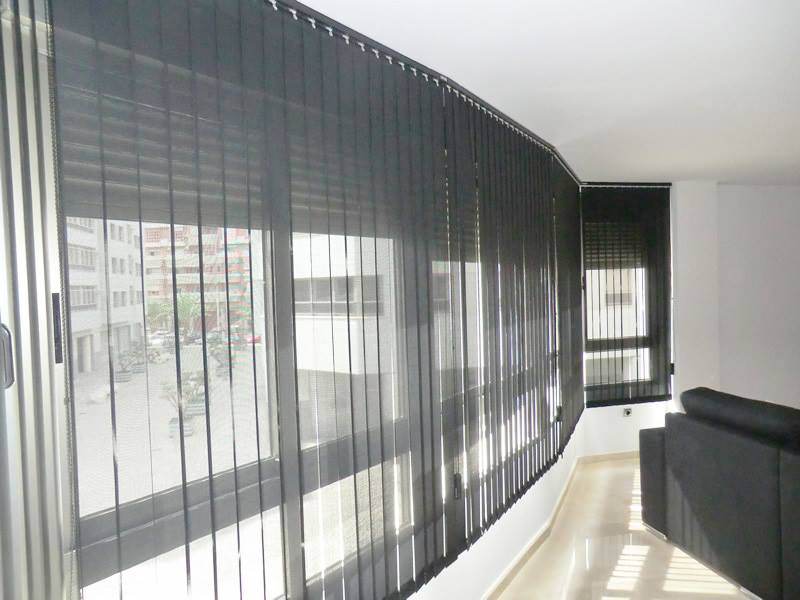 Estores o cortinas, ¿qué sistema instalo en mi empresa?